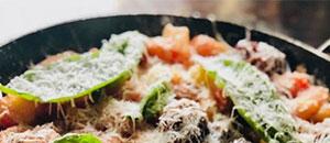 Gnocchi con albóndigas y tomate fresco