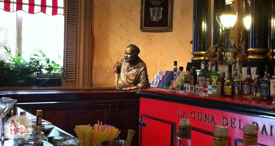Estatua de Ernest Hemingway en el restaurante Floridita