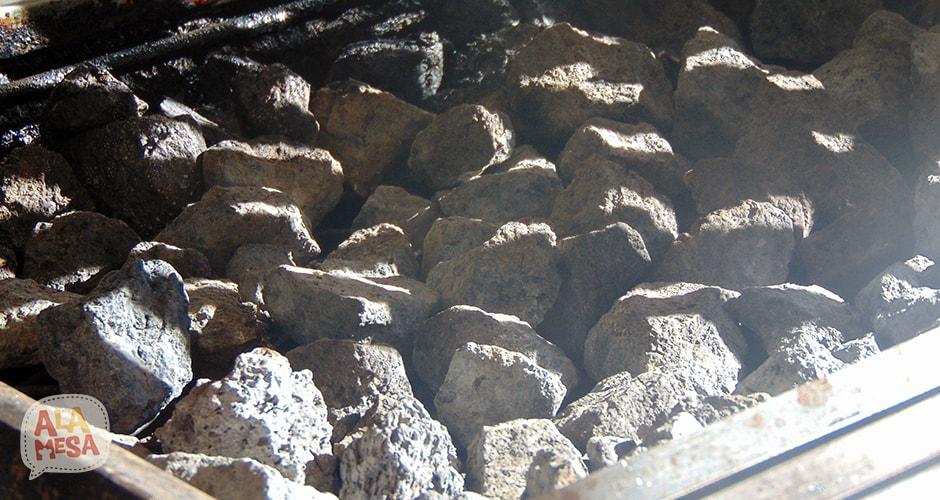 Excelente parilla que utiliza piedra volcánica